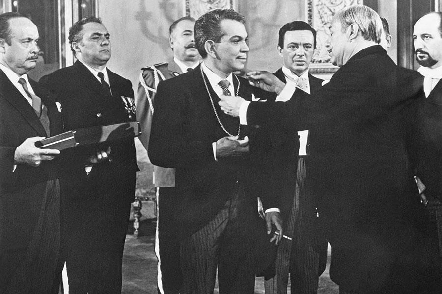 """Cantinflas en """"Su Excelencia""""."""