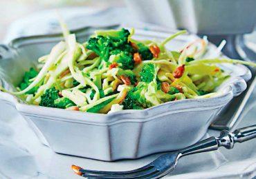 Ensalada de col con brócoli