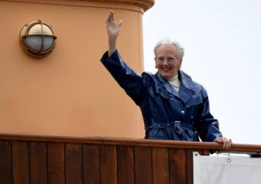 En balcones y parques, los daneses festejan el cumpleaños 80 de Margarita II