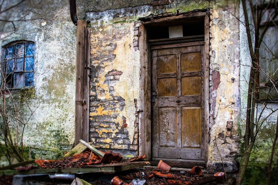 """Indonesios que rompan cuarentena serán encerrados en """"casas embrujadas"""""""