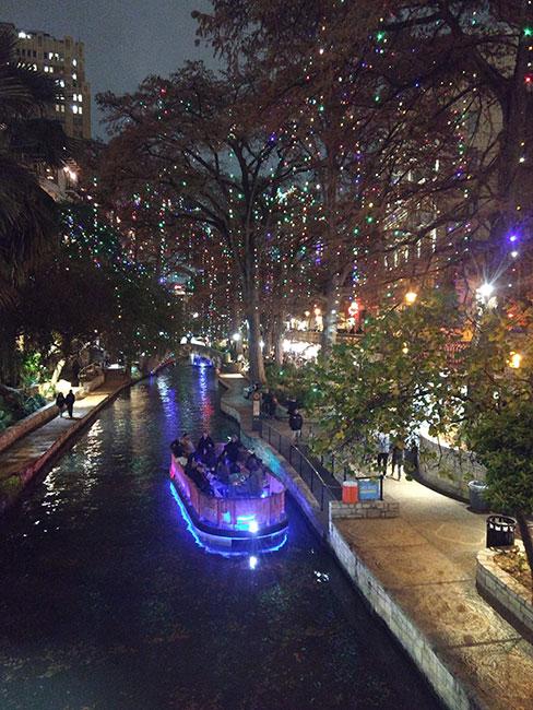 River Walk de noche