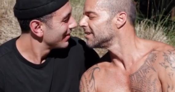 ¡El apasionado beso entre Ricky Martin y Jwan Yosef que incendió las redes!