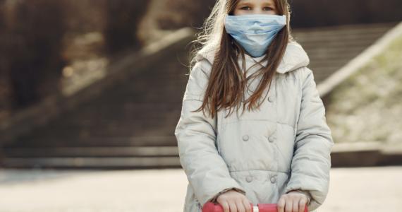 ¿A qué edad es recomendable que los niños usen cubrebocas?