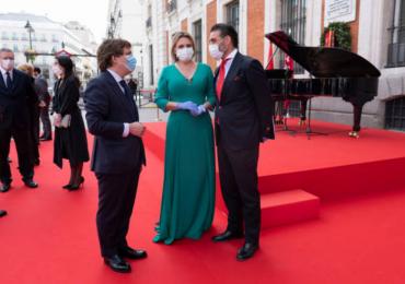 ¿Cómo cambiarán las alfombras rojas de Hollywood para 'convivir' con el coronavirus?