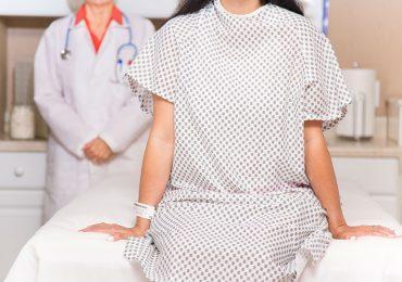 Mujer en revisión ginecológica