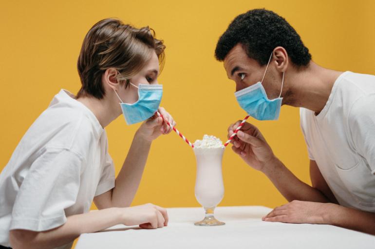 ¿Cómo encuentras el amor cuando estás atravesando una pandemia? Millones de solteros en Estados Unidos están hallando formas de hacerlo.