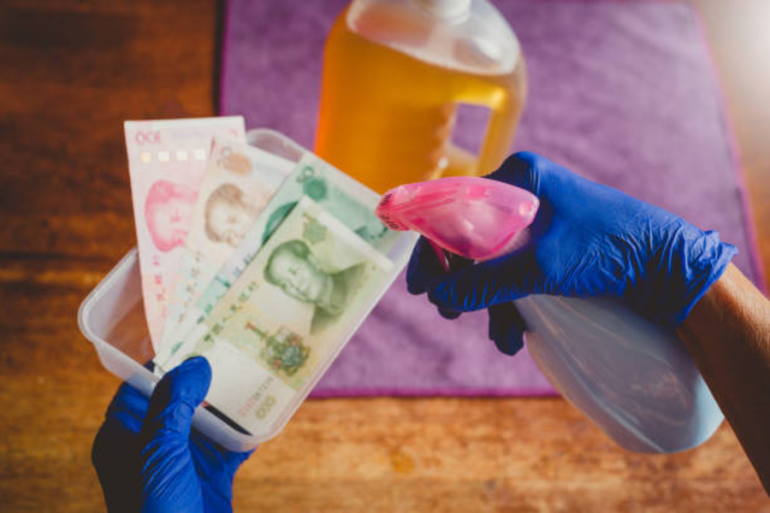 Coronavirus ¿cómo debes limpiar y desinfectar el dinero