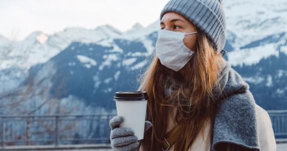 """Muchos países han empezado a suavizar las medidas para combatir el coronavirus, pero el temor a que esto provoque una """"segunda ola"""" de contagios sigue presente."""