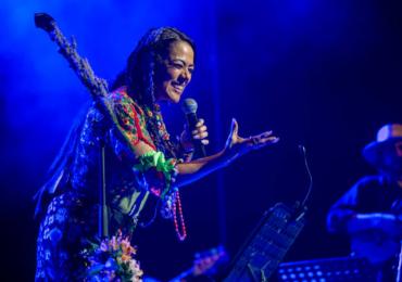 """La quietud que provocó el confinamiento en su natal Oaxaca inspiró a Lila Downs para componer """"El silencio"""", una mezcla de nostalgia e ilusión por el reencuentro tras la pandemia."""