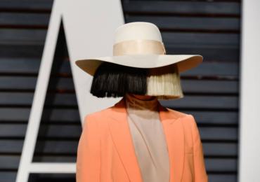 La cantante Sia adoptó a dos adolescentes de 18 años