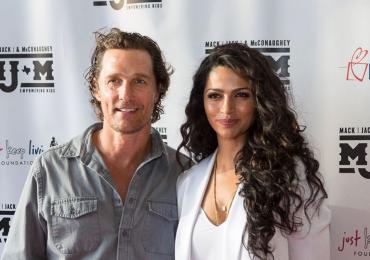 Matthew McConaughey y Camila Alves donan 110 mil mascarillas sanitarias a varios hospitales de Texas