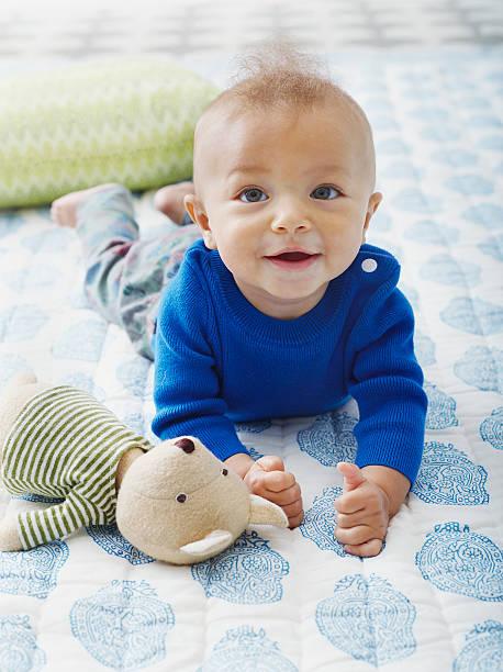 100 nombres para niña y niño con A y su significado
