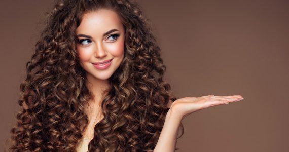 ¿Aceite de coco o aceite de almendras? Descubre cuáles son los aceites ideales para un cabello largo y hermoso.