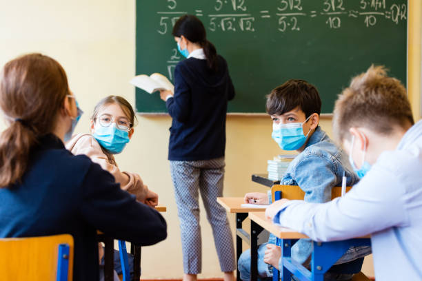 Coronavirus ¿Qué tan contagiosos son los niños en la escuela