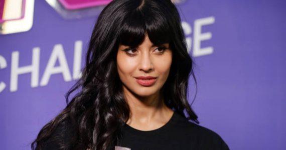 Jameela Jamil le da una tregua a las Kardashian