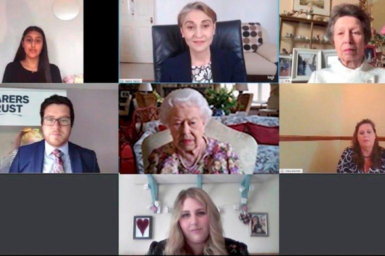La reina Isabel II hace su primera videollamada a los 94 años