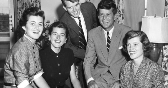 Muere Jean Kennedy Smith, hermana de JFK y última superviviente del clan