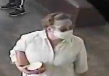 VIDEO: Una mujer le tosió a un bebé porque su madre no estaba respetando la distancia social