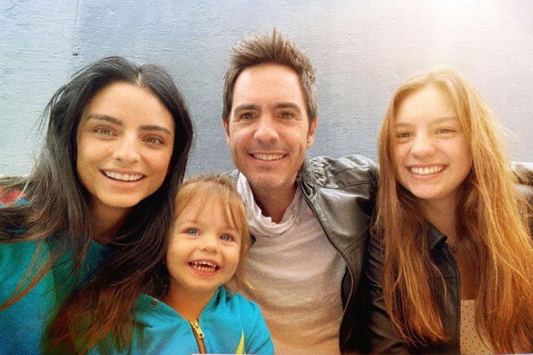 Aislinn Derbez, Mauricio Ochmann y sus hijas