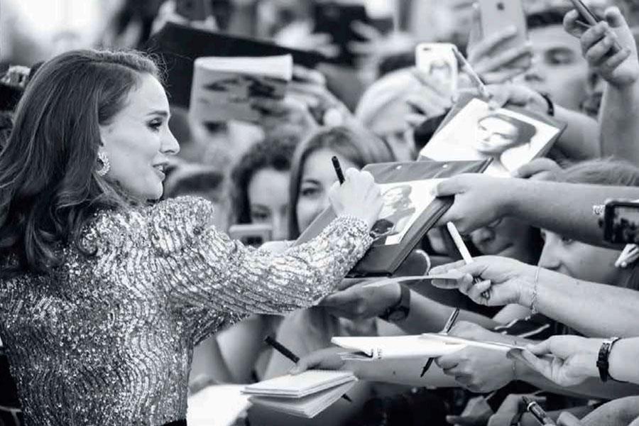 Natalie Portman es accesible con sus fans.