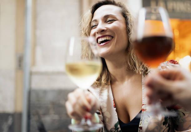 ¿Sabías que una copa de vino puede proteger tu cerebro de la demencia?