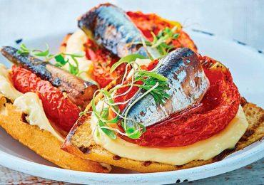 Crostini de jitomate rostizado y sardina