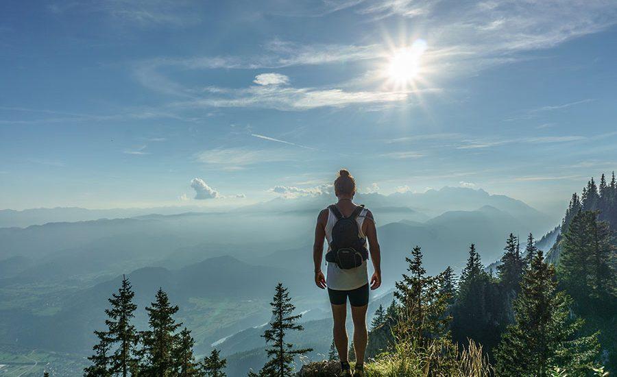Mujer haciendo hiking