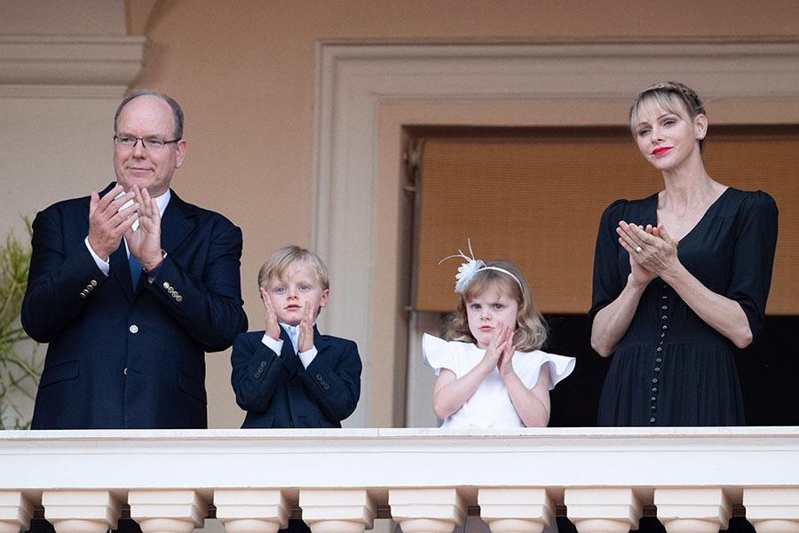 Príncipe Alberto de Mónaco con Charlène y Jacques y Gabriella