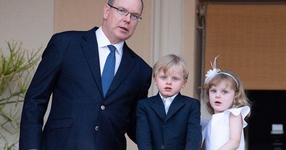 Príncipe Alberto de Mónaco con Jacques y Gabriella