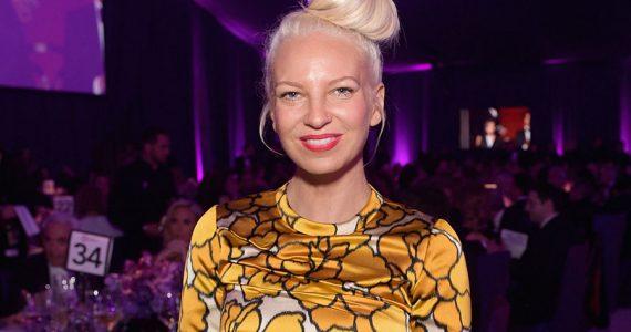 La cantante Sia se ha convertido en abuela a sus 44 años. (Foto: Getty Images)