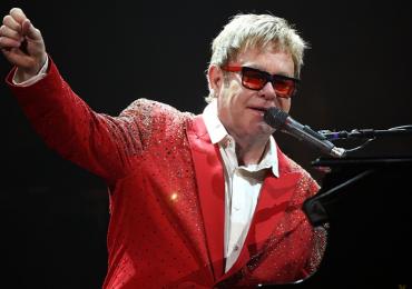 La exesposa de Elton John demanda al cantante por hablar de su matrimonio en su nuevo libro