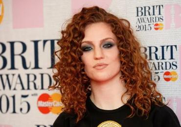 Jess Glynne critica a un restaurante de Londres por negarle la entrada debido a su ropa