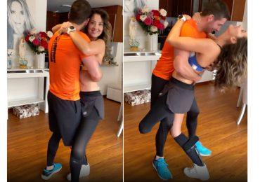 Daniela Álvarez baila merengue con su hermano