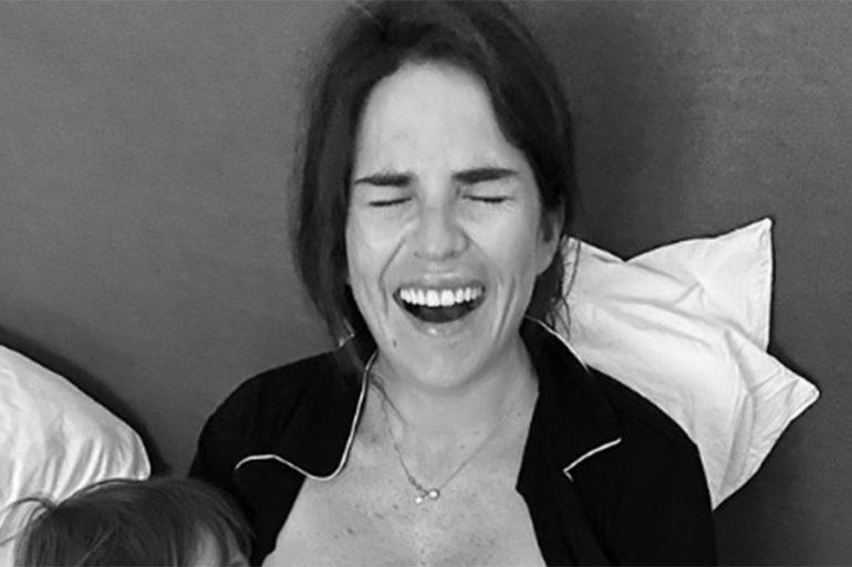 Karla Souza amamanta a sus hijos