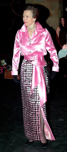 """Princesa Ana en """"pata de gallo"""" rosa"""