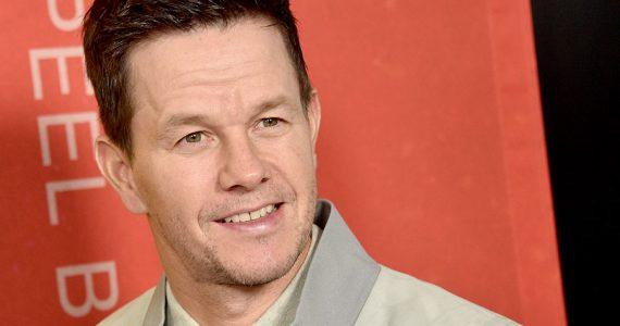 ¡Mark Wahlberg presume sus abdominales!