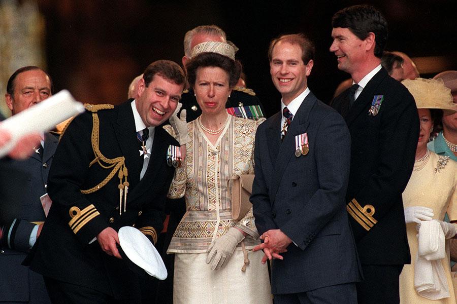 La princesa Ana con sus hermanos Andrés y Eduardo