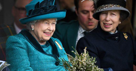 Reina Isabel y princesa Ana