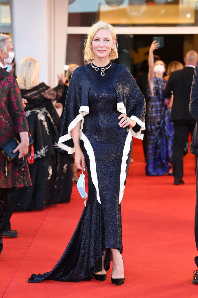 Cate Blanchett en vestido azul de Armani