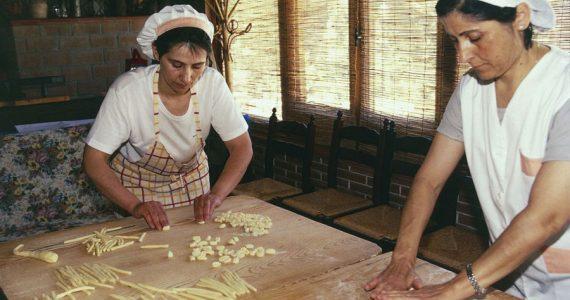 haciendo pasta en Italia