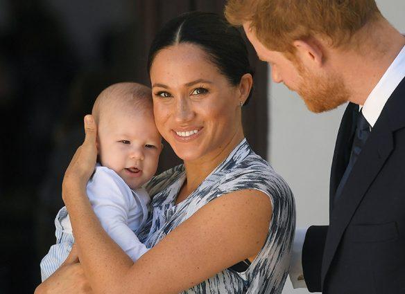 el principe harry y meghan markle presentan a su bebe archie