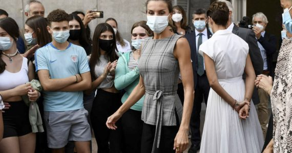 reina Letizia visita colegio en España