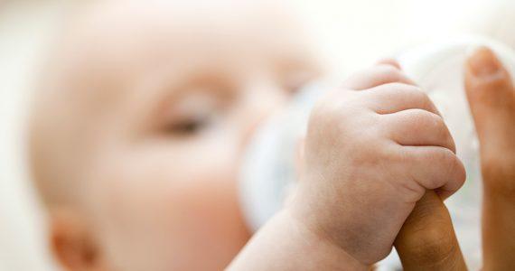 Cómo elegir el biberón y la tetina para tu bebé