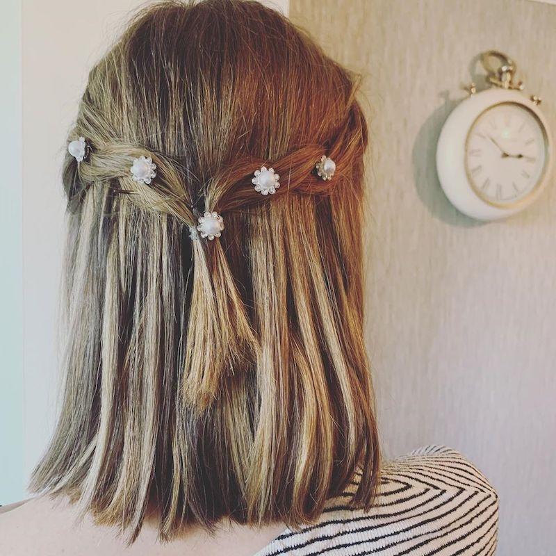 tu cabello corto puede verse mejor con flores y accesorios
