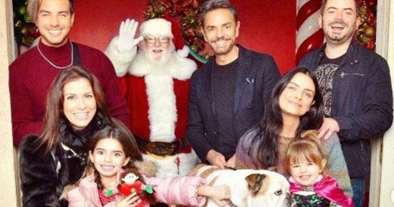 Aislinn Derbez comparte fotos navideñas en familia con emotivo mensaje