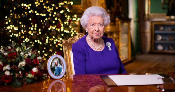 En su mensaje navideño, la reina Isabel reflexiona sobre los desafíos del año