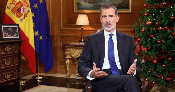 """El rey de España apela a """"los principios morales"""" frente a los escándalos de su padre"""