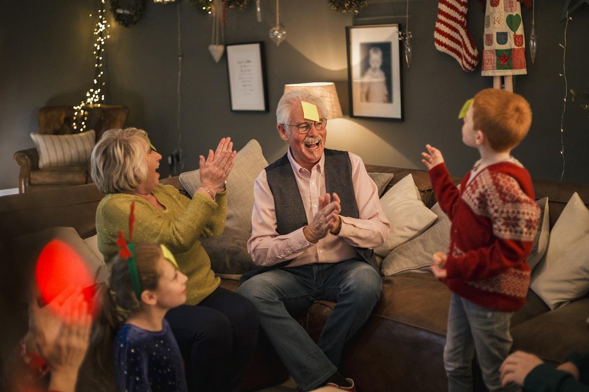 Charadas juegos de mesa abuelos diversion