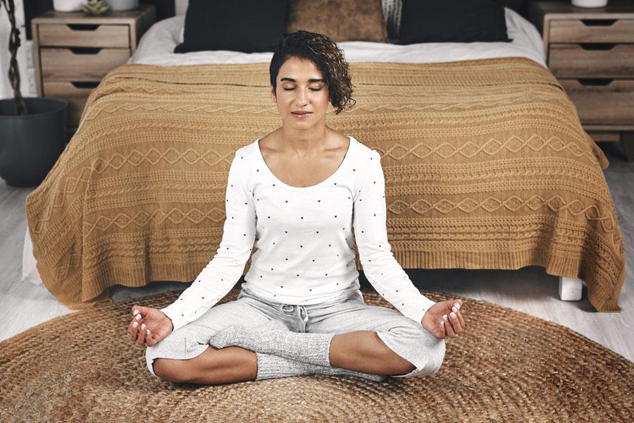 beneficios meditación piel mujer meditar