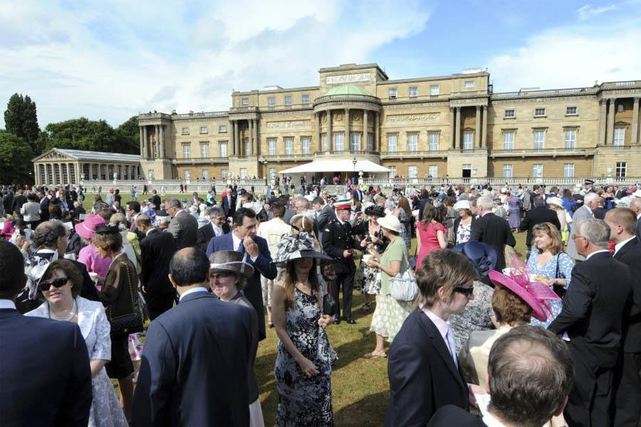 buckingham palace fiesta jardín reina isabel